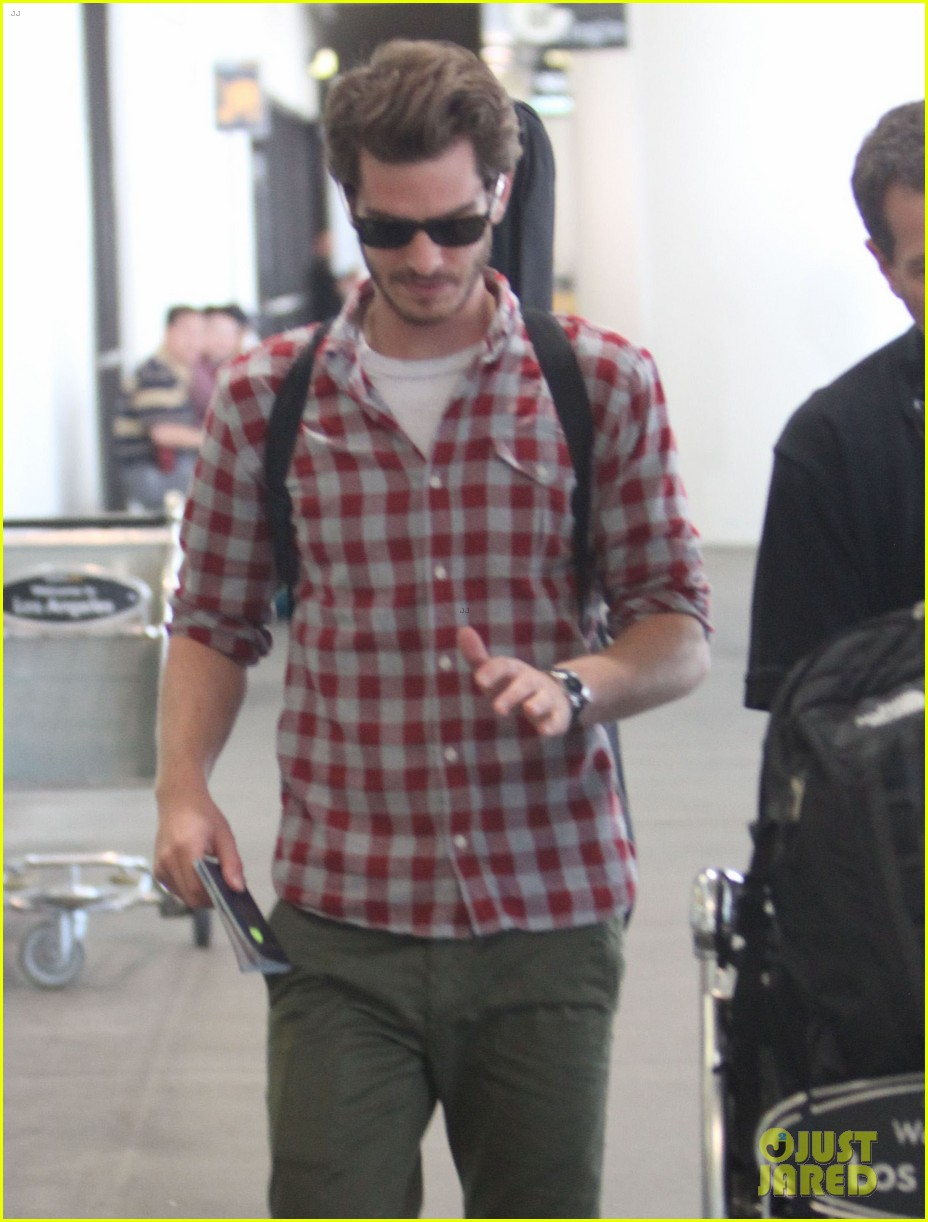 andrew garfield from london to lax 072731637