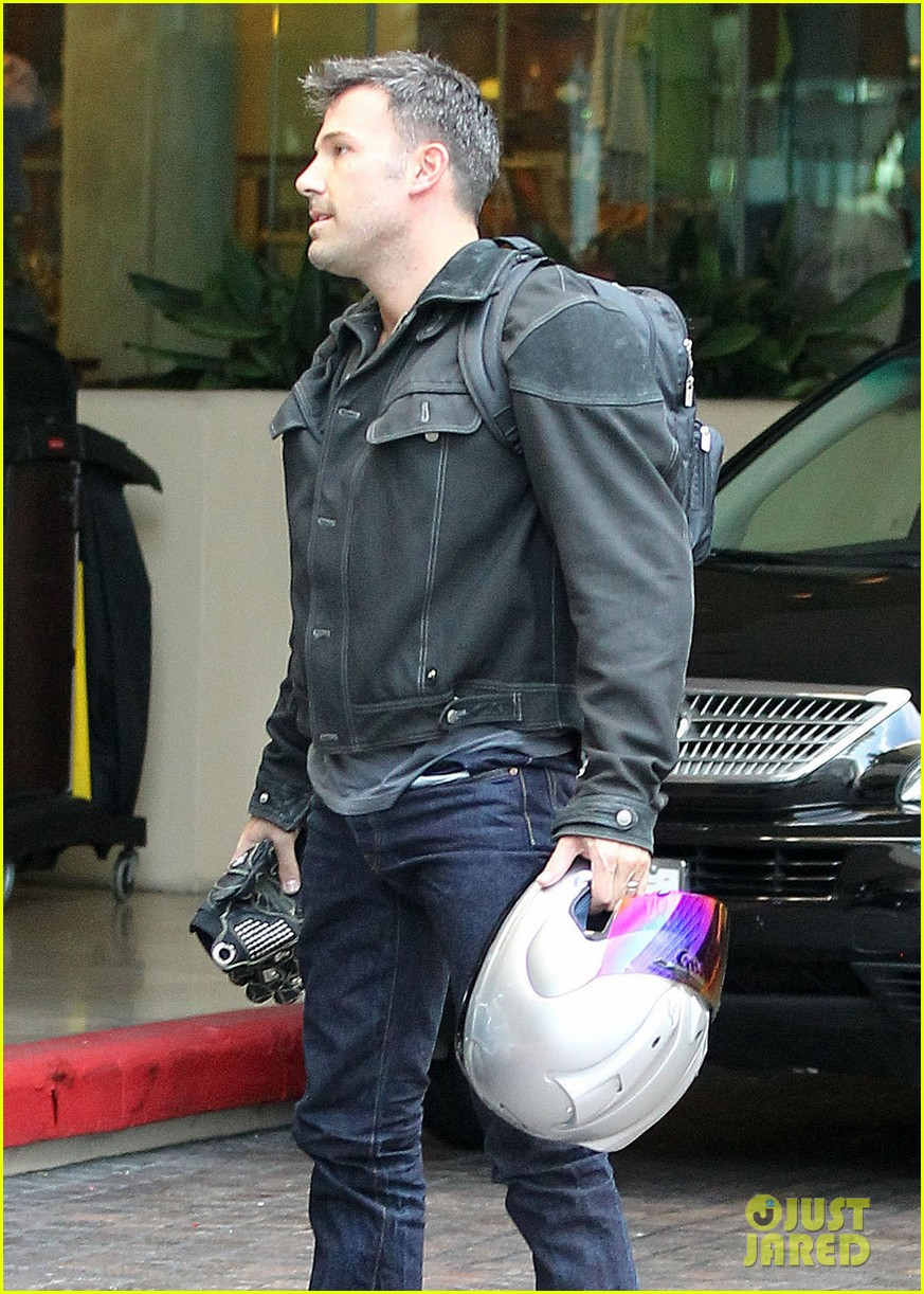 jennifer garner spends time with the girls ben affleck rides motorcycle 022731281