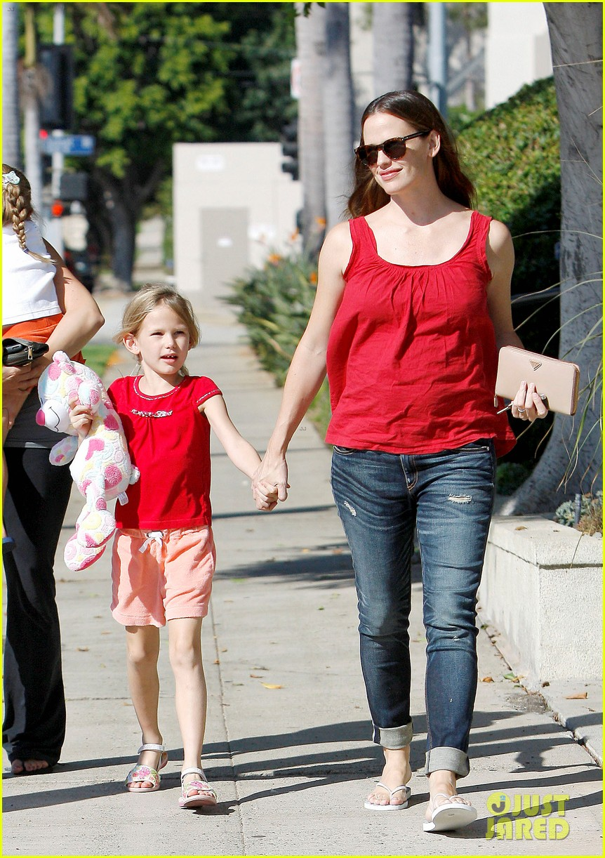 jennifer garner spends time with the girls ben affleck rides motorcycle 042731283
