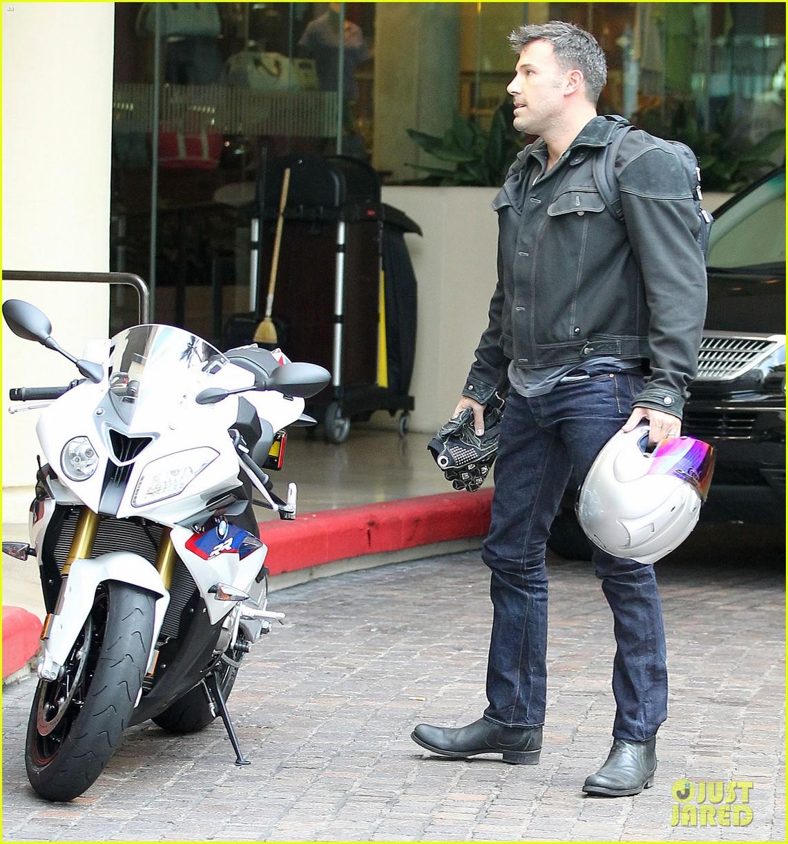 jennifer garner spends time with the girls ben affleck rides motorcycle 062731285
