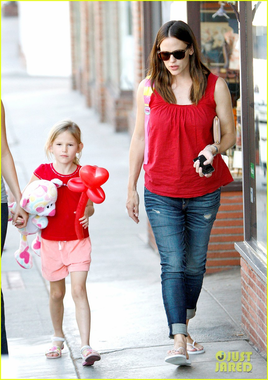 jennifer garner spends time with the girls ben affleck rides motorcycle 112731290