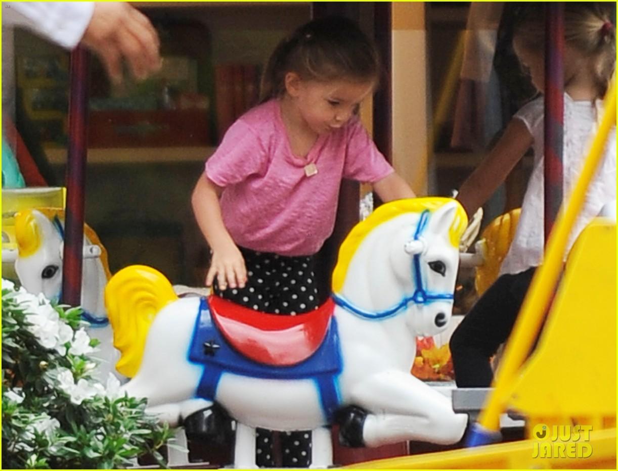 jennifer garner merry go round ride for seraphina 062740595