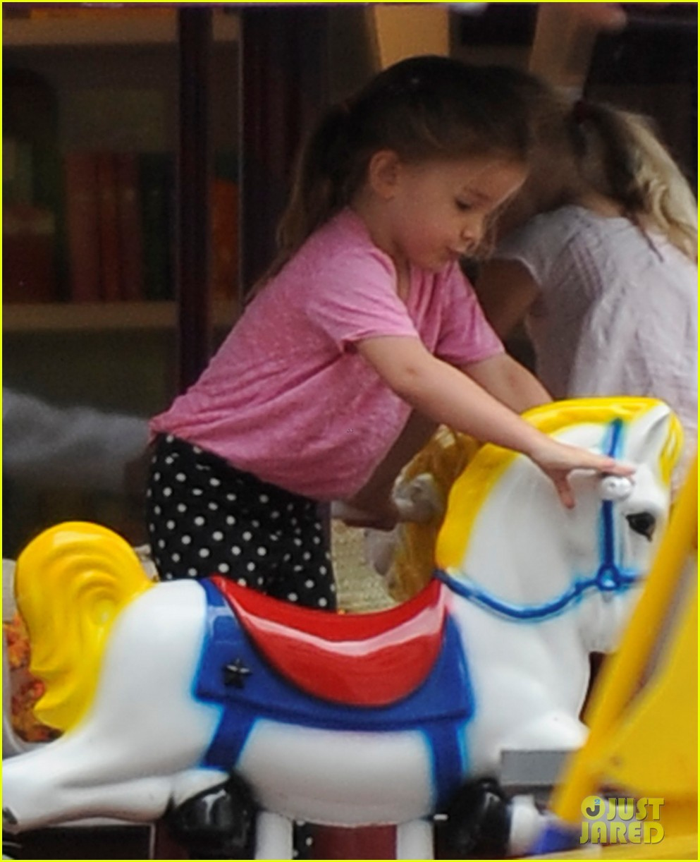 jennifer garner merry go round ride for seraphina 072740596