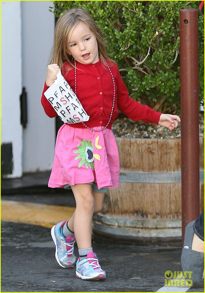 jennifer garner breakfast to go with seraphina samuel 03