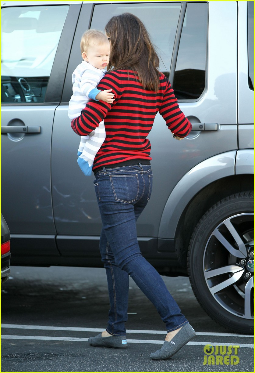 jennifer garner breakfast to go with seraphina samuel 10