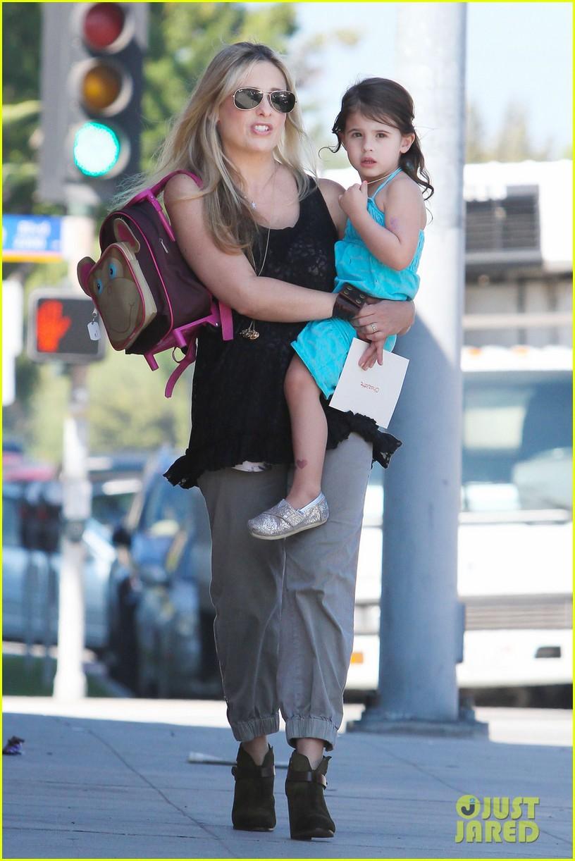 sarah michelle gellar mommy daughter tuesday twosome 032749089