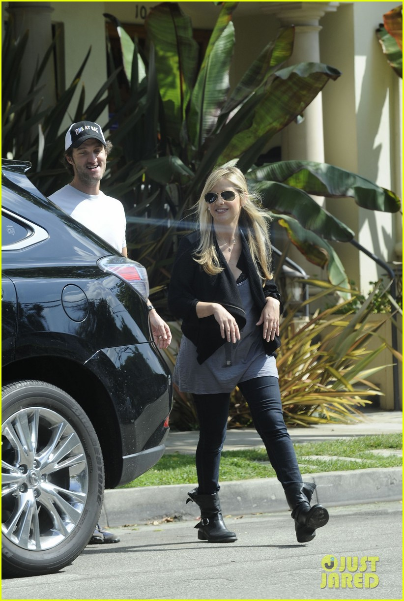 sarah michelle gellar post baby outing 012737559
