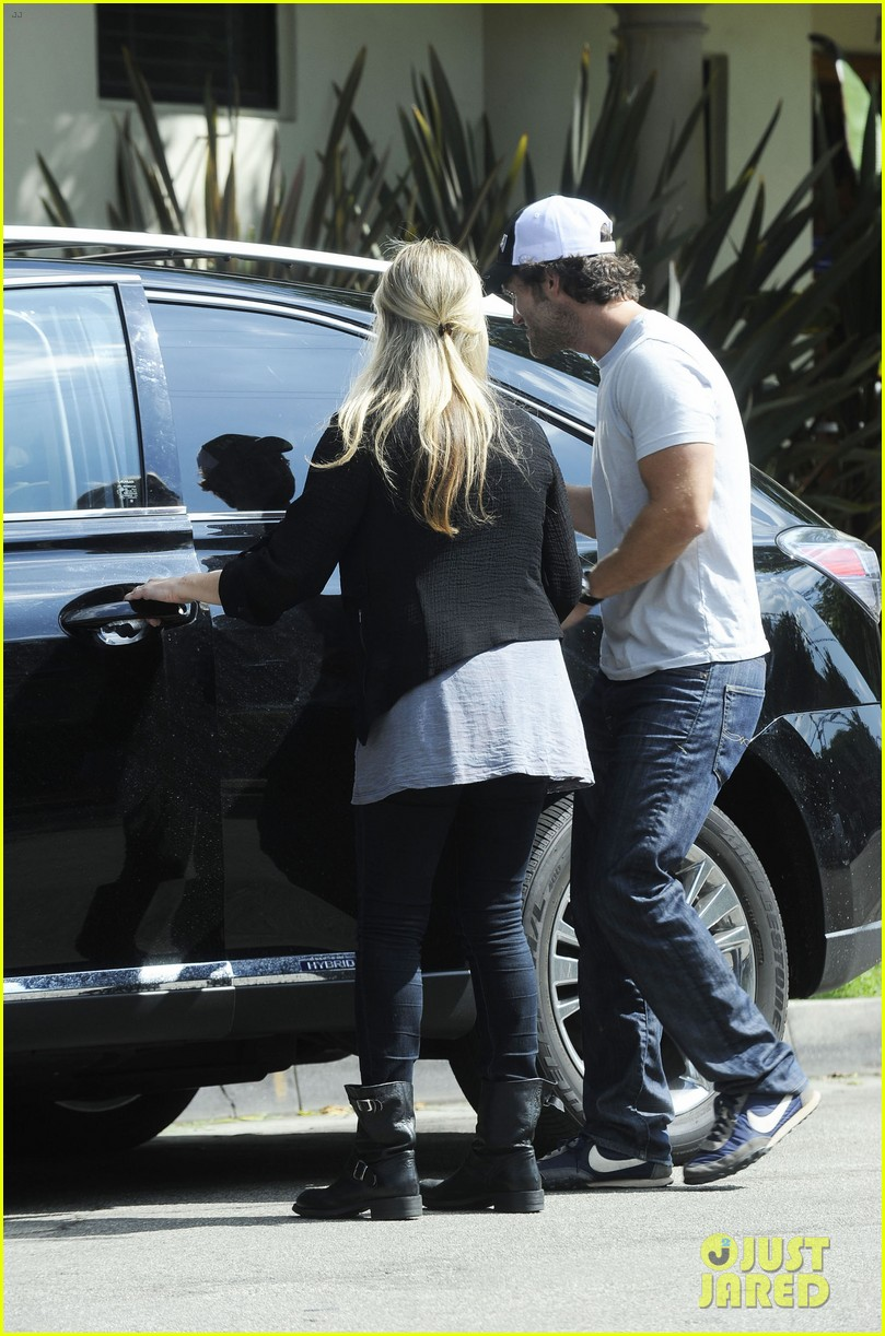sarah michelle gellar post baby outing 052737563