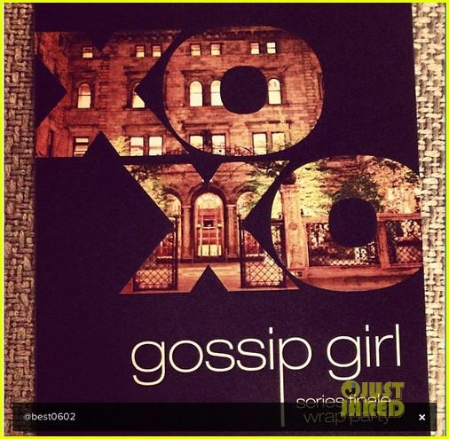 blake lively penn badgley gossip girl wrap party 072741809