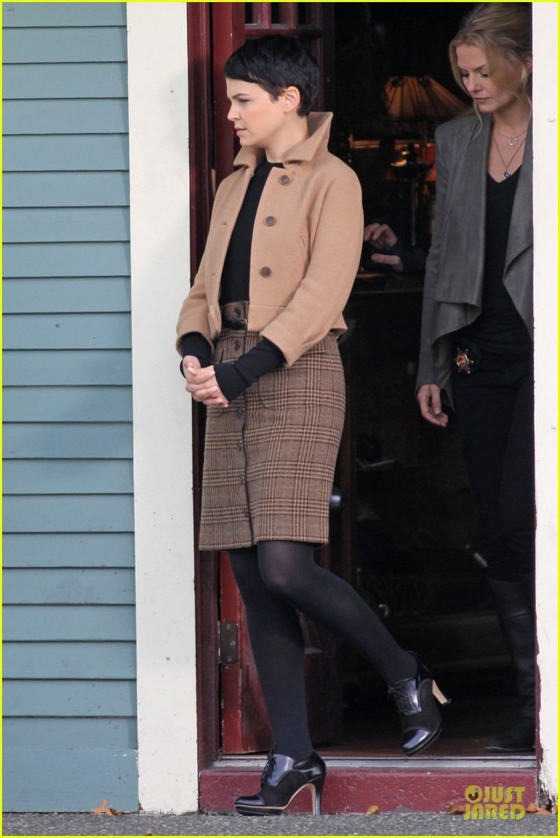 ginnifer goodwin josh dallas once upon a time pawn shop filming 032745980