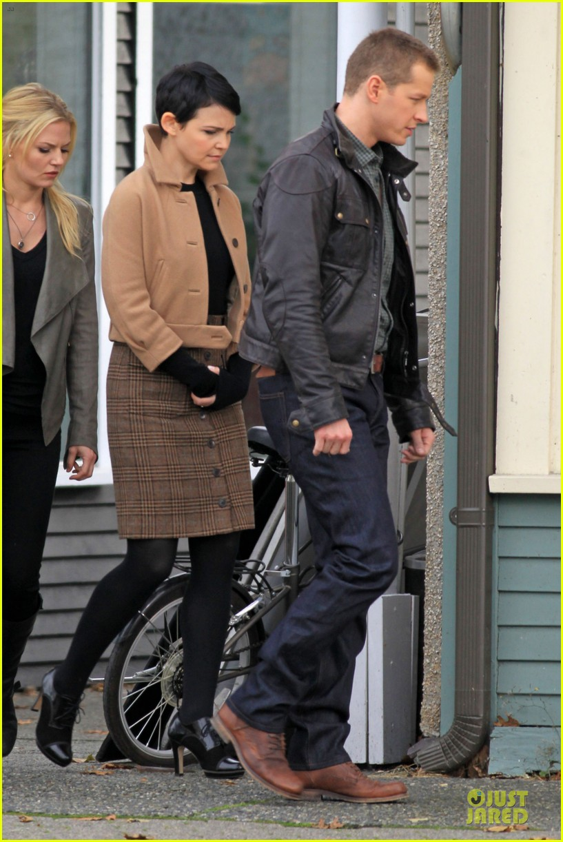ginnifer goodwin josh dallas once upon a time pawn shop filming 112745988