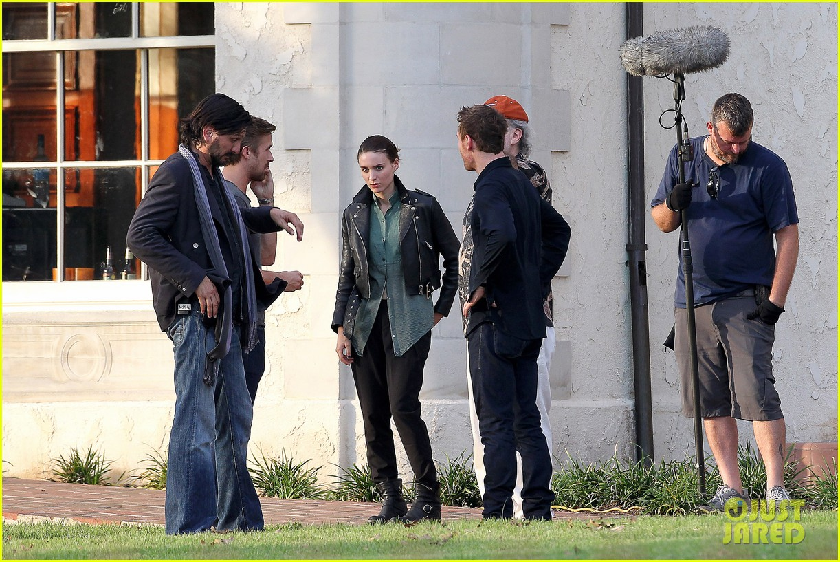 ryan gosling serenades rooney mara on malick set 052740210