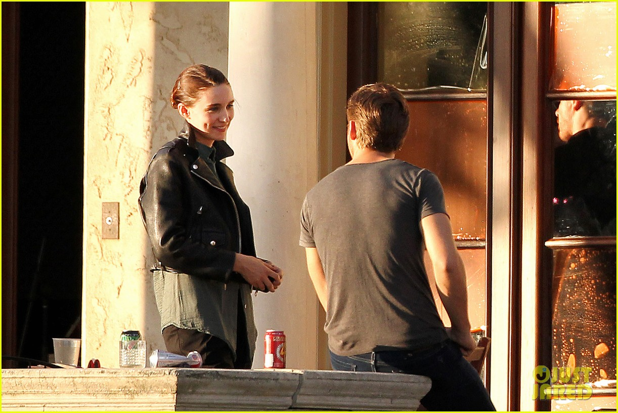 ryan gosling serenades rooney mara on malick set 082740213