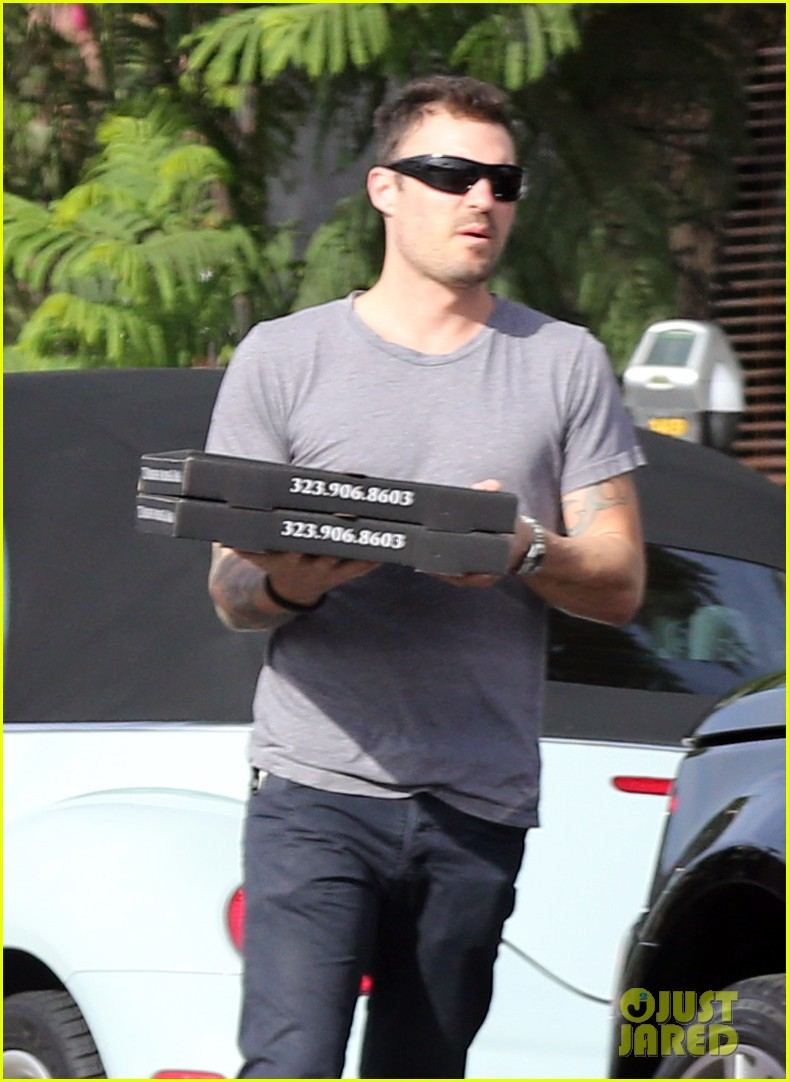 brian austin green pizza to go 022734451
