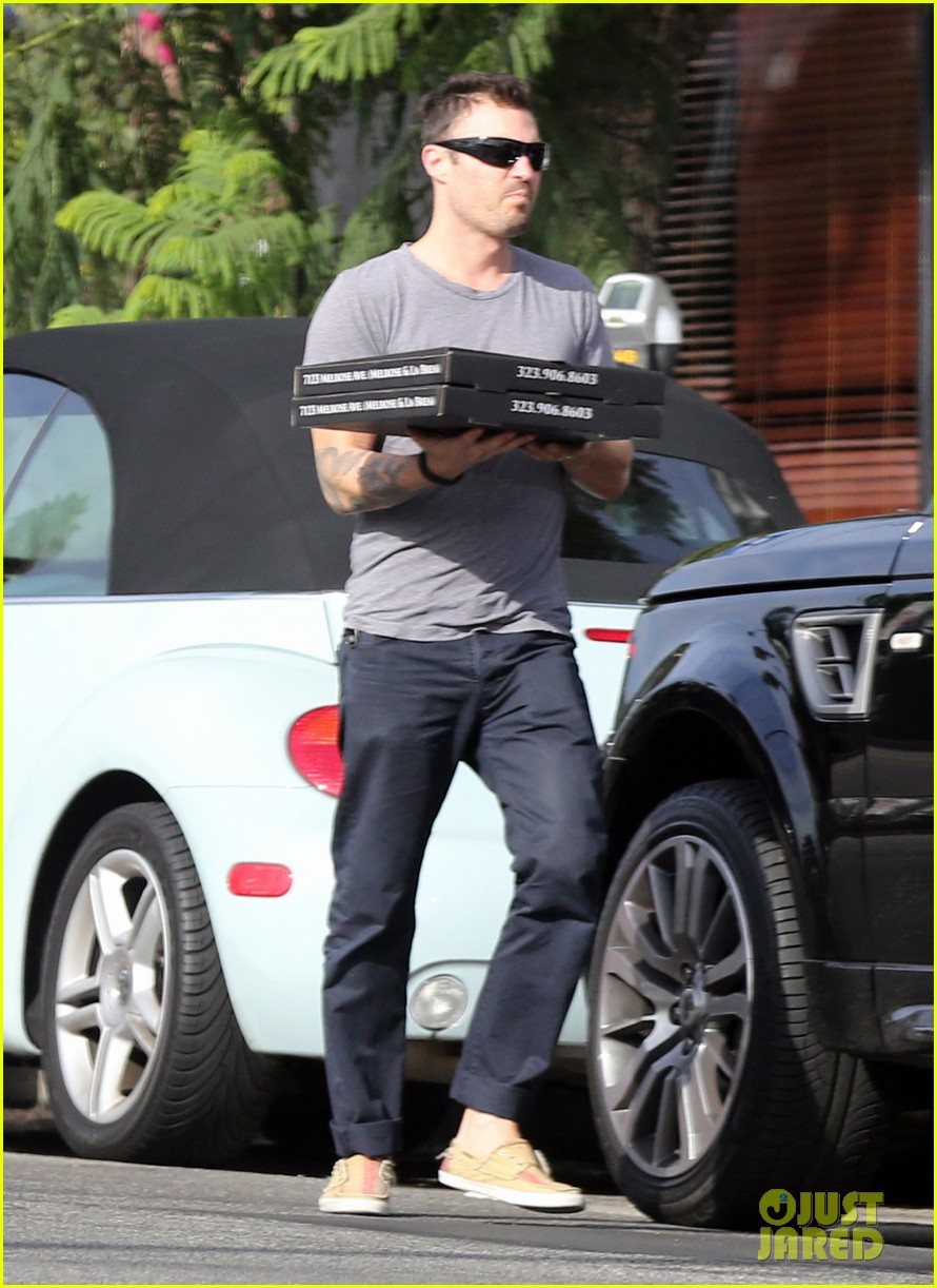brian austin green pizza to go 07