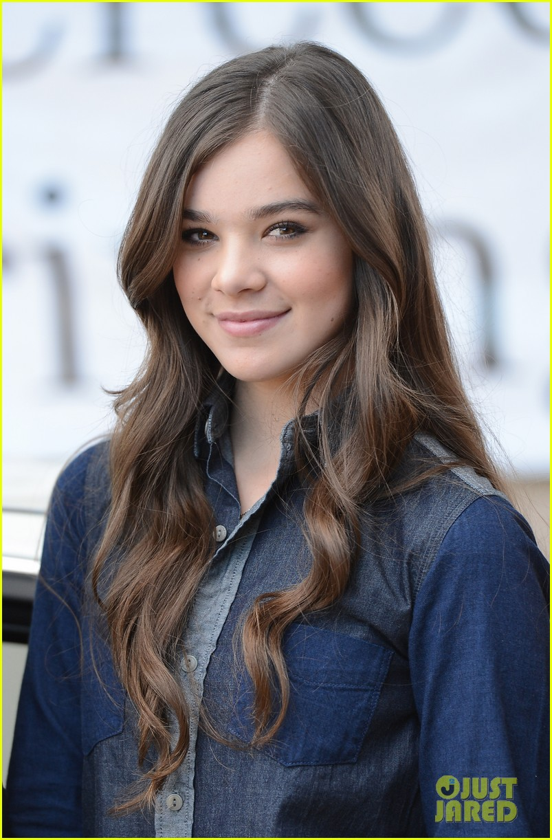 hailee steinfeld national teen driver safety week kick off 132738753