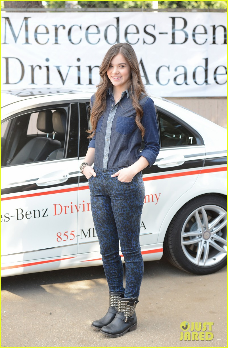 hailee steinfeld national teen driver safety week kick off 18