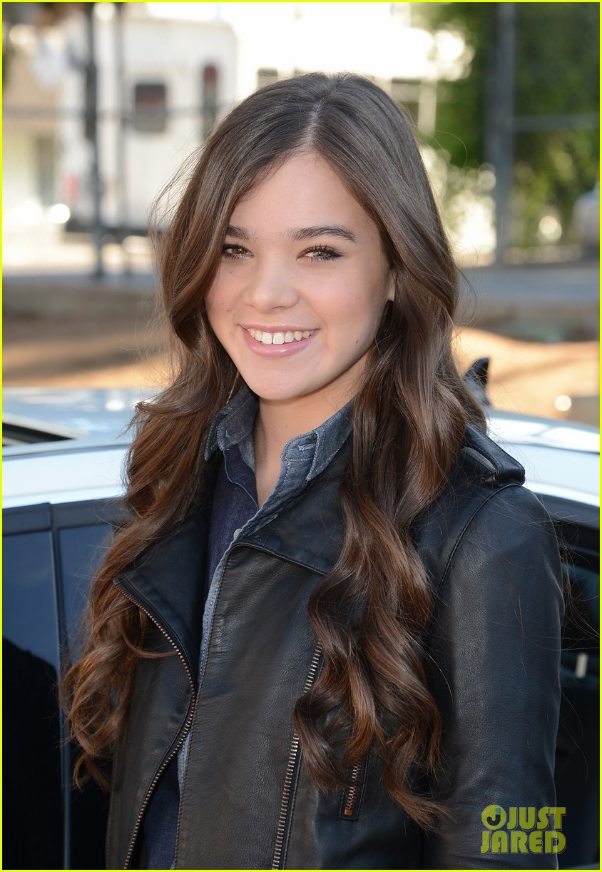 hailee steinfeld national teen driver safety week kick off 242738764