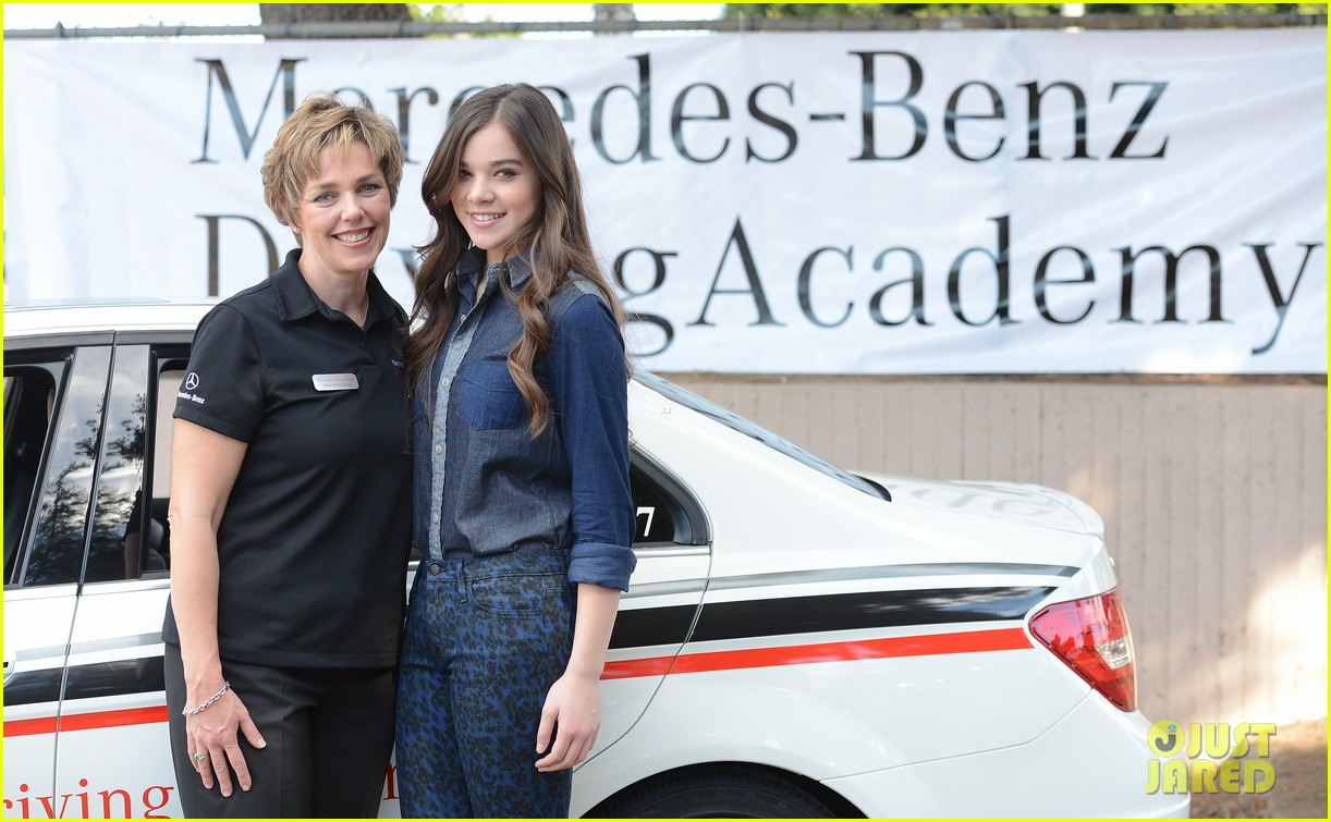 hailee steinfeld national teen driver safety week kick off 33