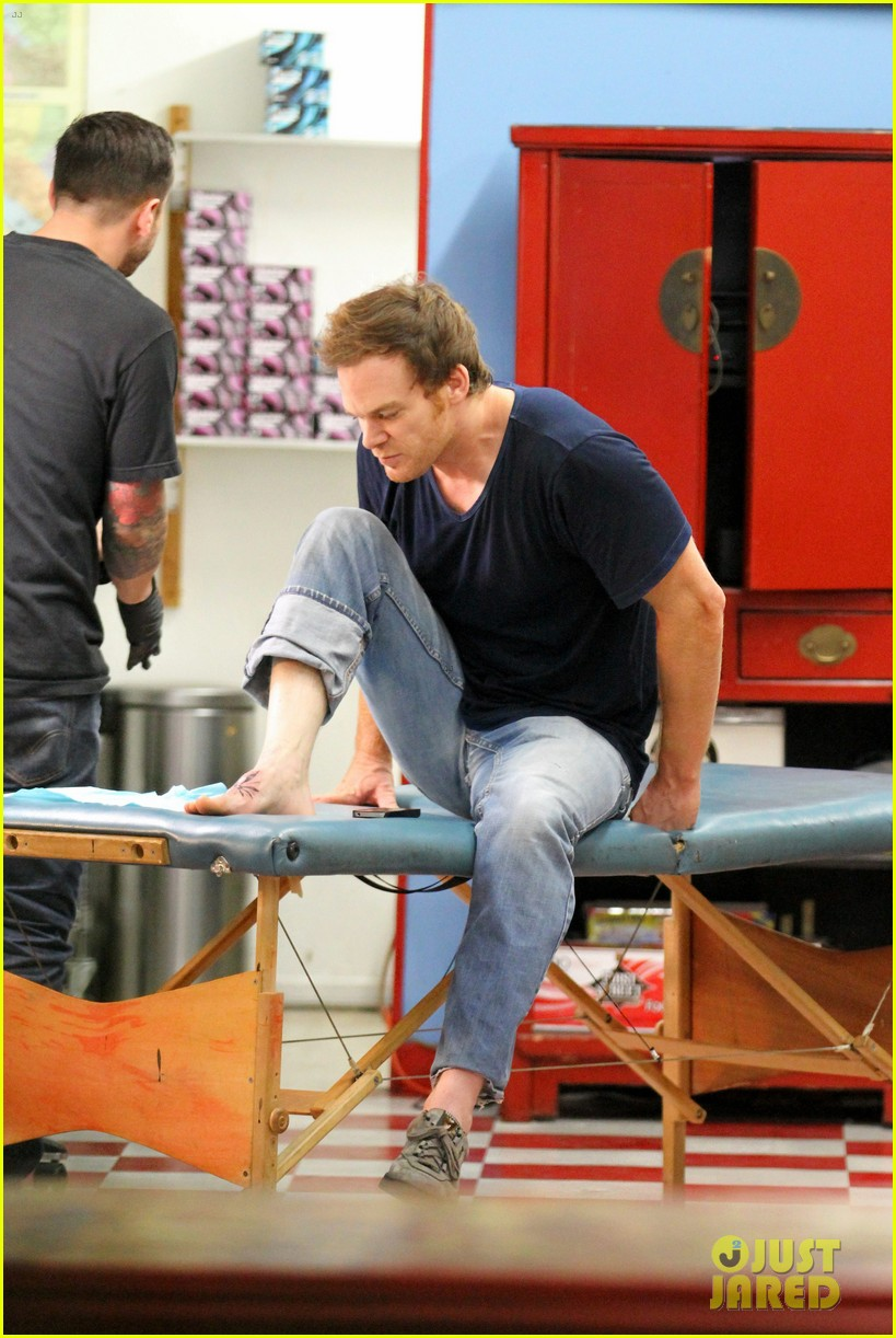 michael c hall gets new foot tattoo 03