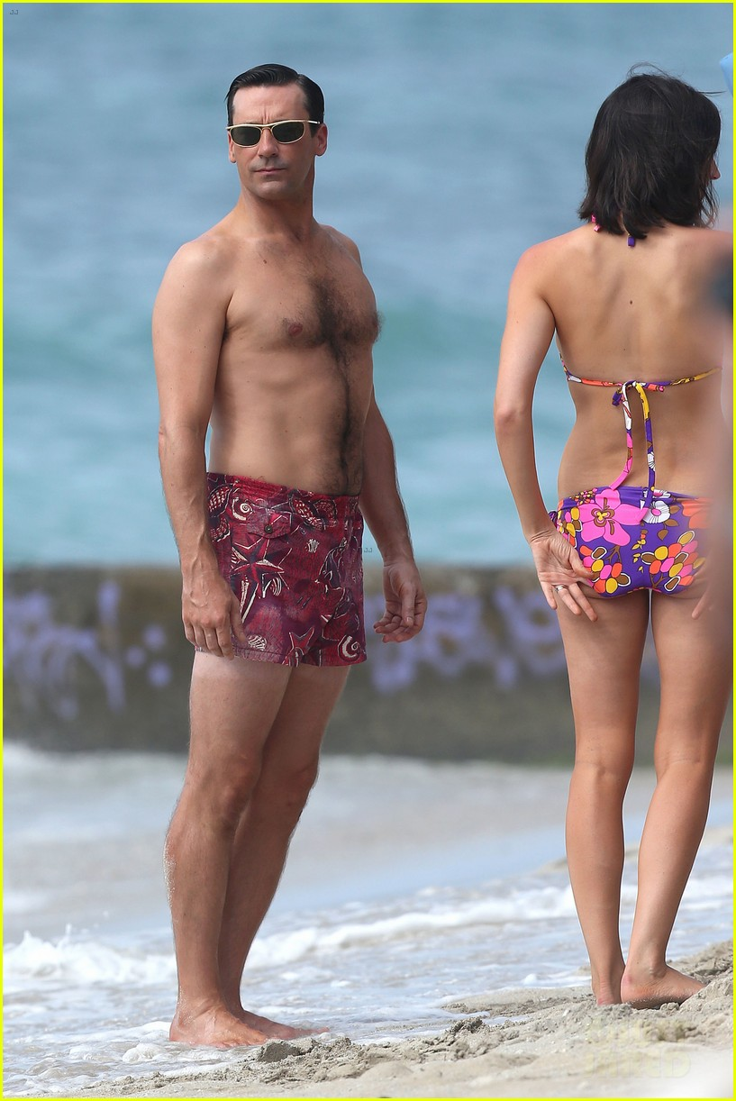 jon hamm shirtless mad men beach scenes in hawaii 13
