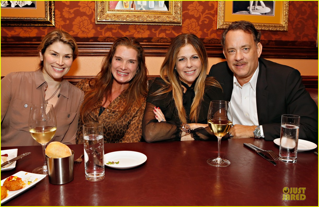 tom hanks sherie rene scott performance with rita wilson 102741455