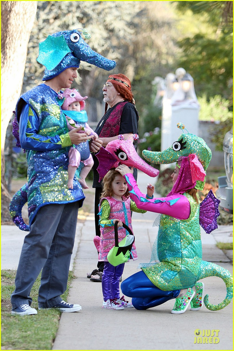 alyson hannigan alexis denisof seahorse halloween couple 08