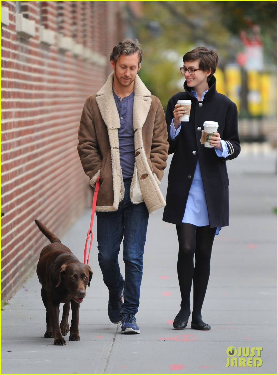anne hathaway adam shulman coffee dog walk 012745058