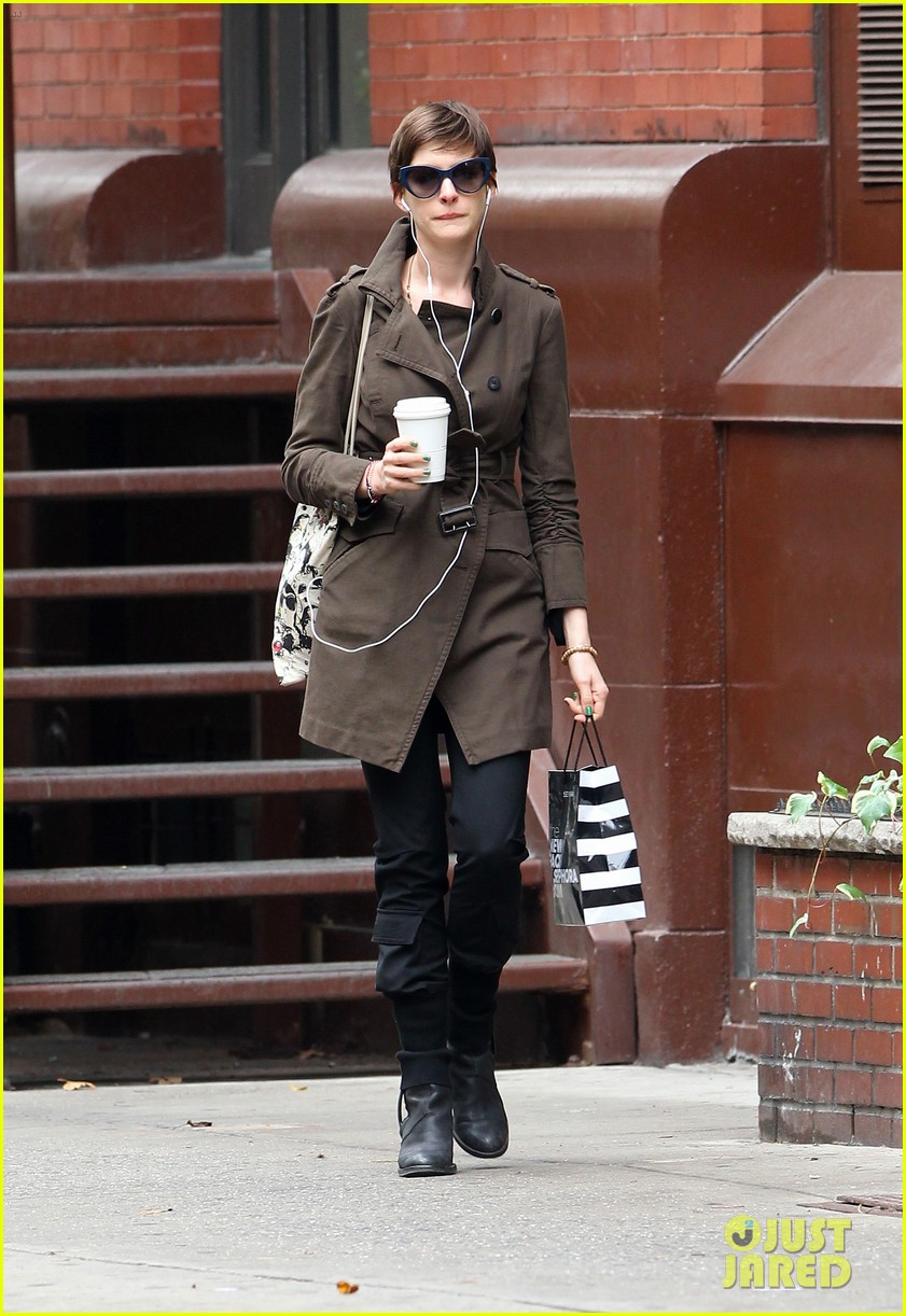 anne hathaway adam shulman coffee dog walk 072745064