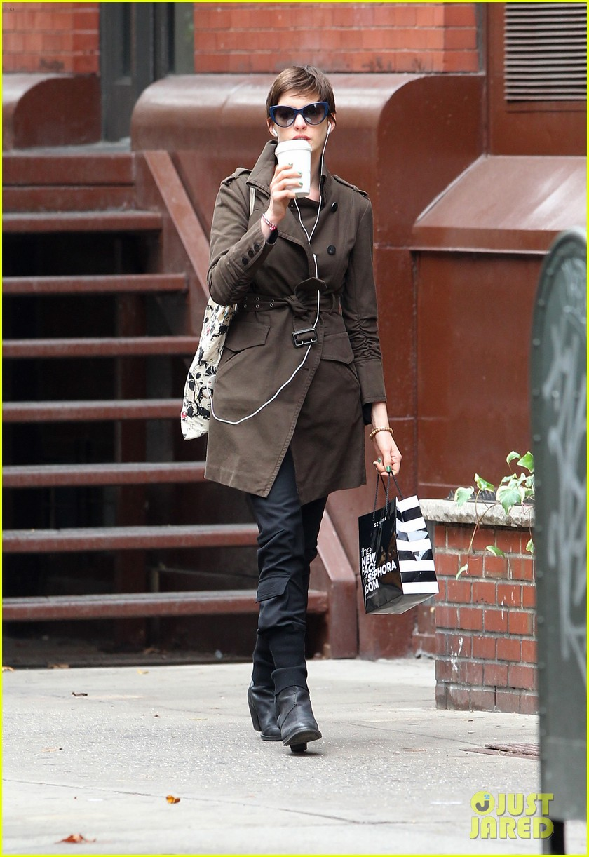 anne hathaway adam shulman coffee dog walk 082745065