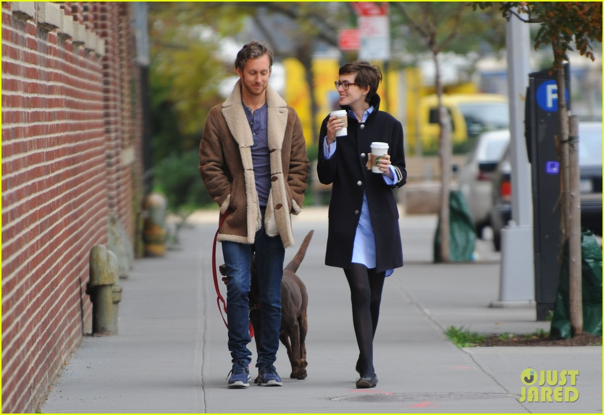 anne hathaway adam shulman coffee dog walk 152745072