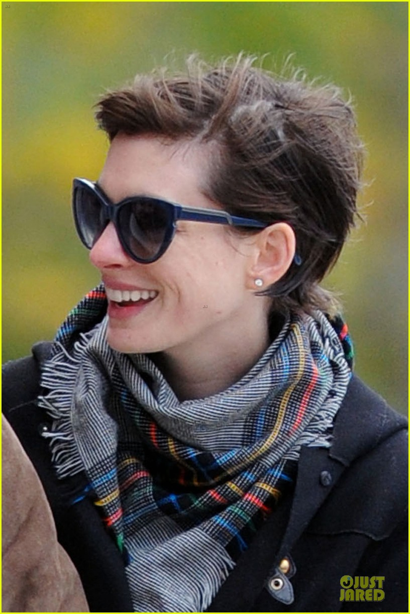 anne hathaway put her heart into les miserables raves costar 04