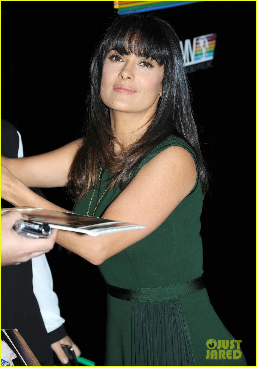 salma hayek shorter bangs 02