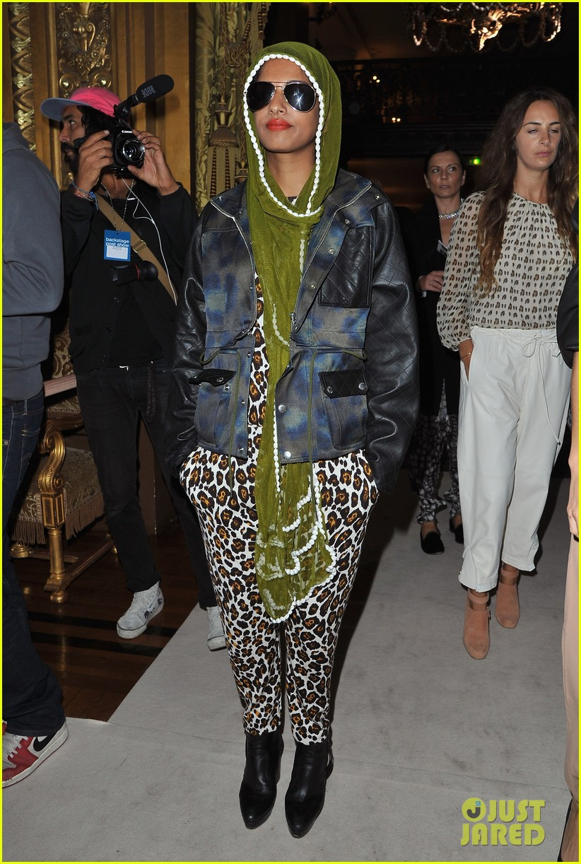 salma hayek stella mccartney paris fashion week show 042731208
