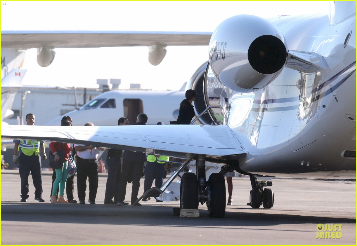 salma hayek private jet flying couple 142747303
