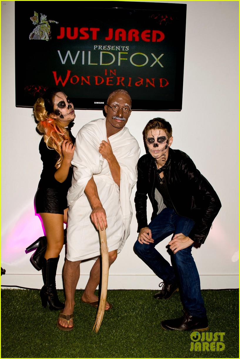 colton haynes holland roden just jared halloween party 2012 042747644