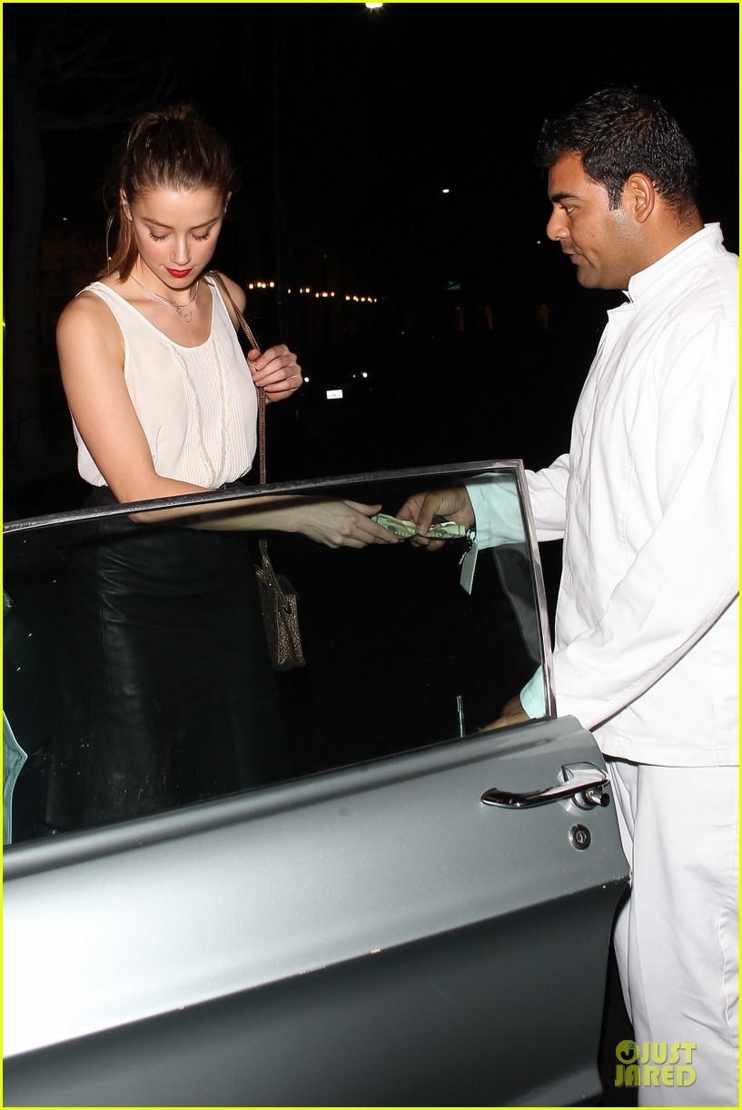 amber heard mr.chow restaurant stop 152732342