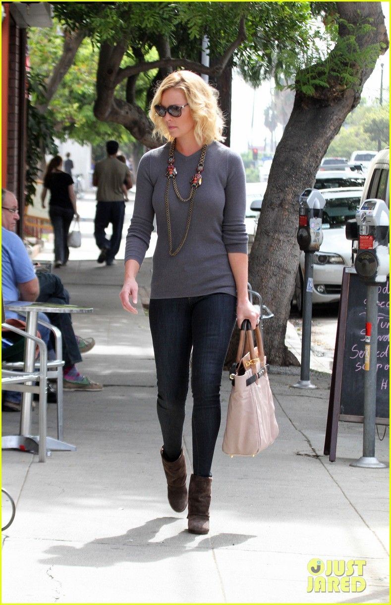 katherine heigl coffee run at little doms 03