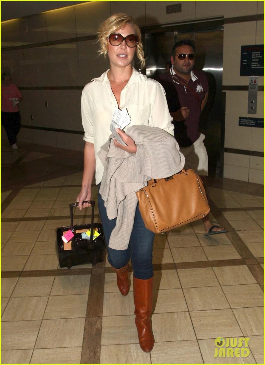 katherine heigl departing flight with mom nancy 042736472