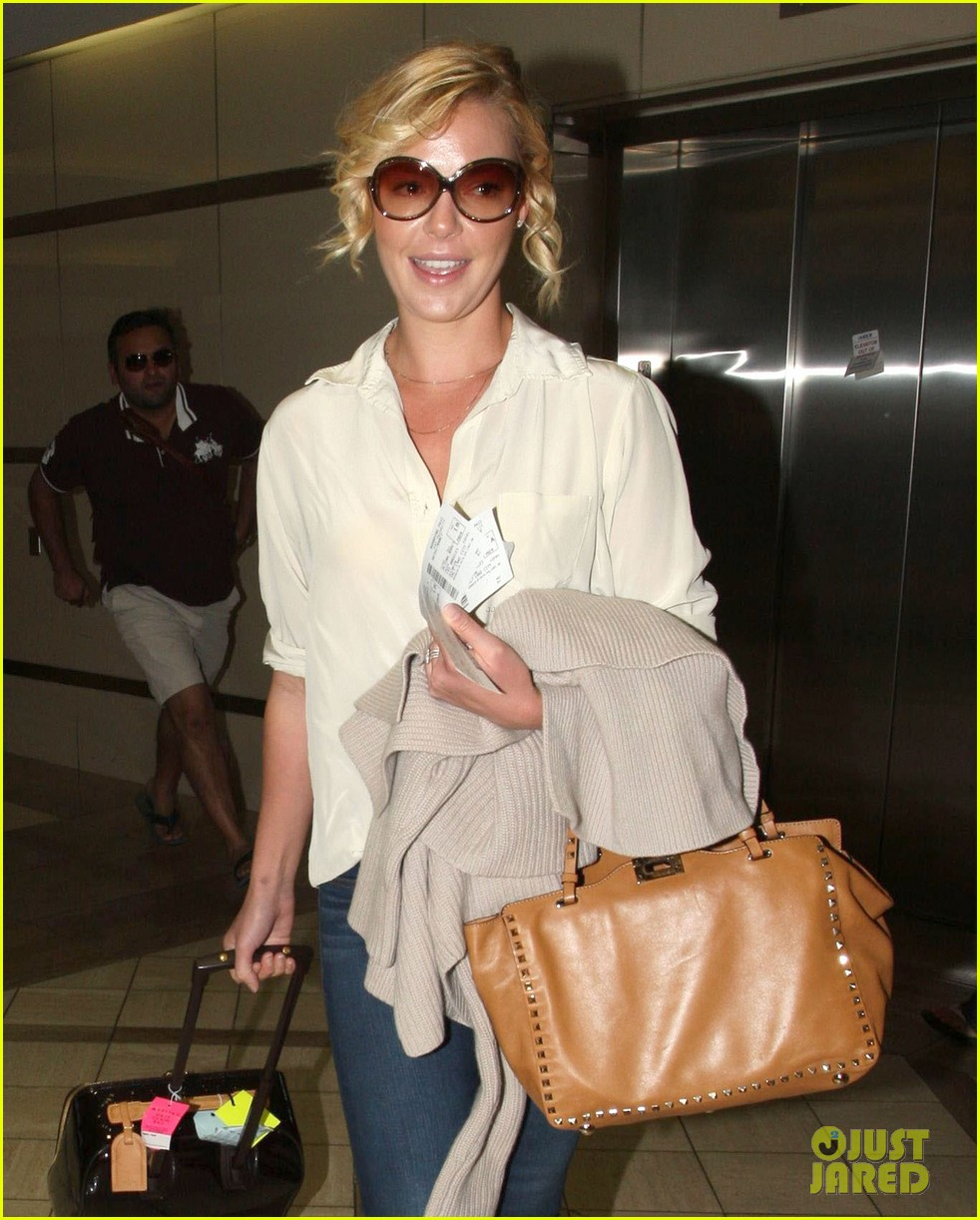 katherine heigl departing flight with mom nancy 082736476
