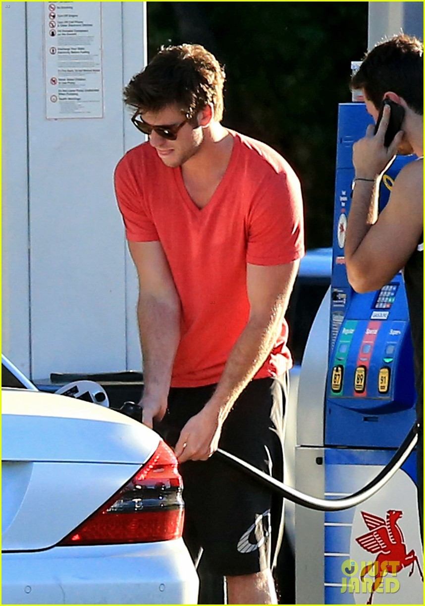 liam hemsworth toluca lake fill up 05