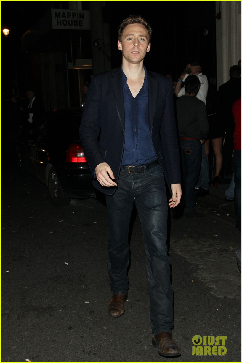 tom hiddleston chinawhites nightclub with zachary levi 07