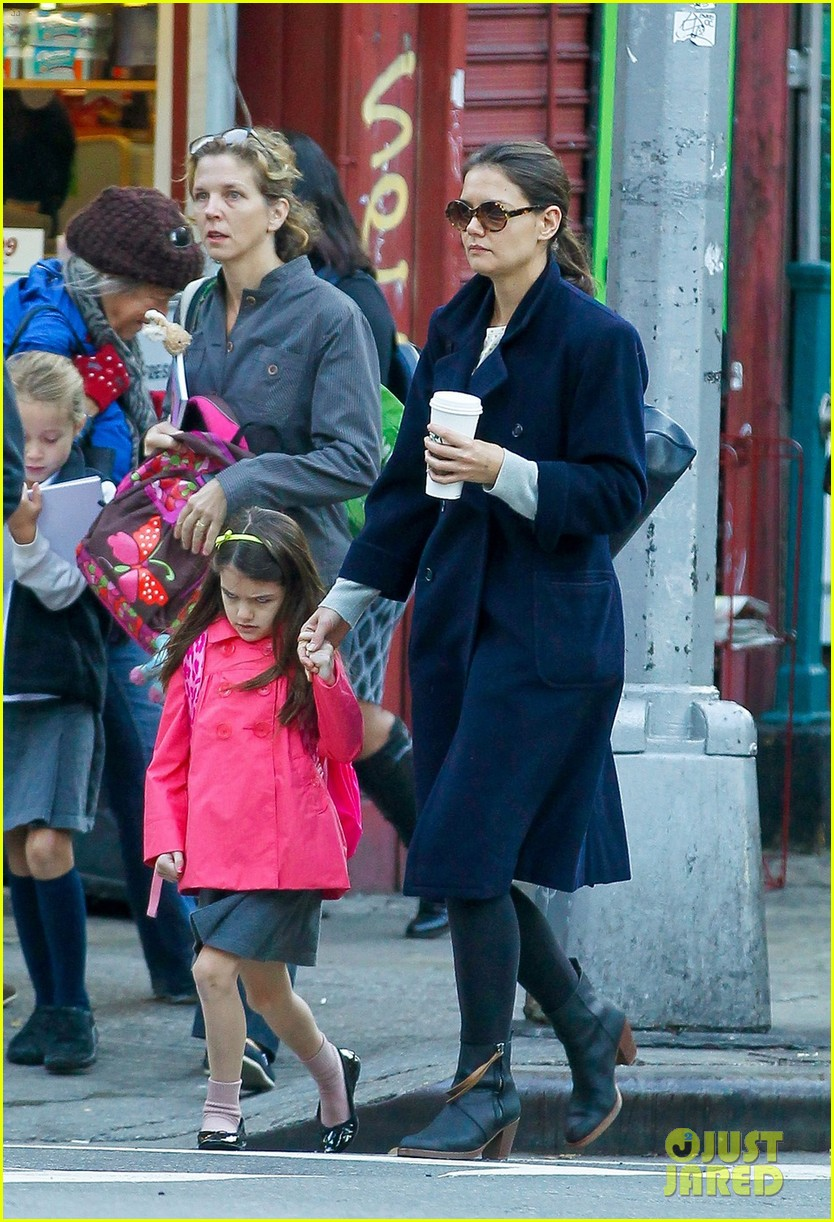 katie holmes monday morning school run with suri 022742671