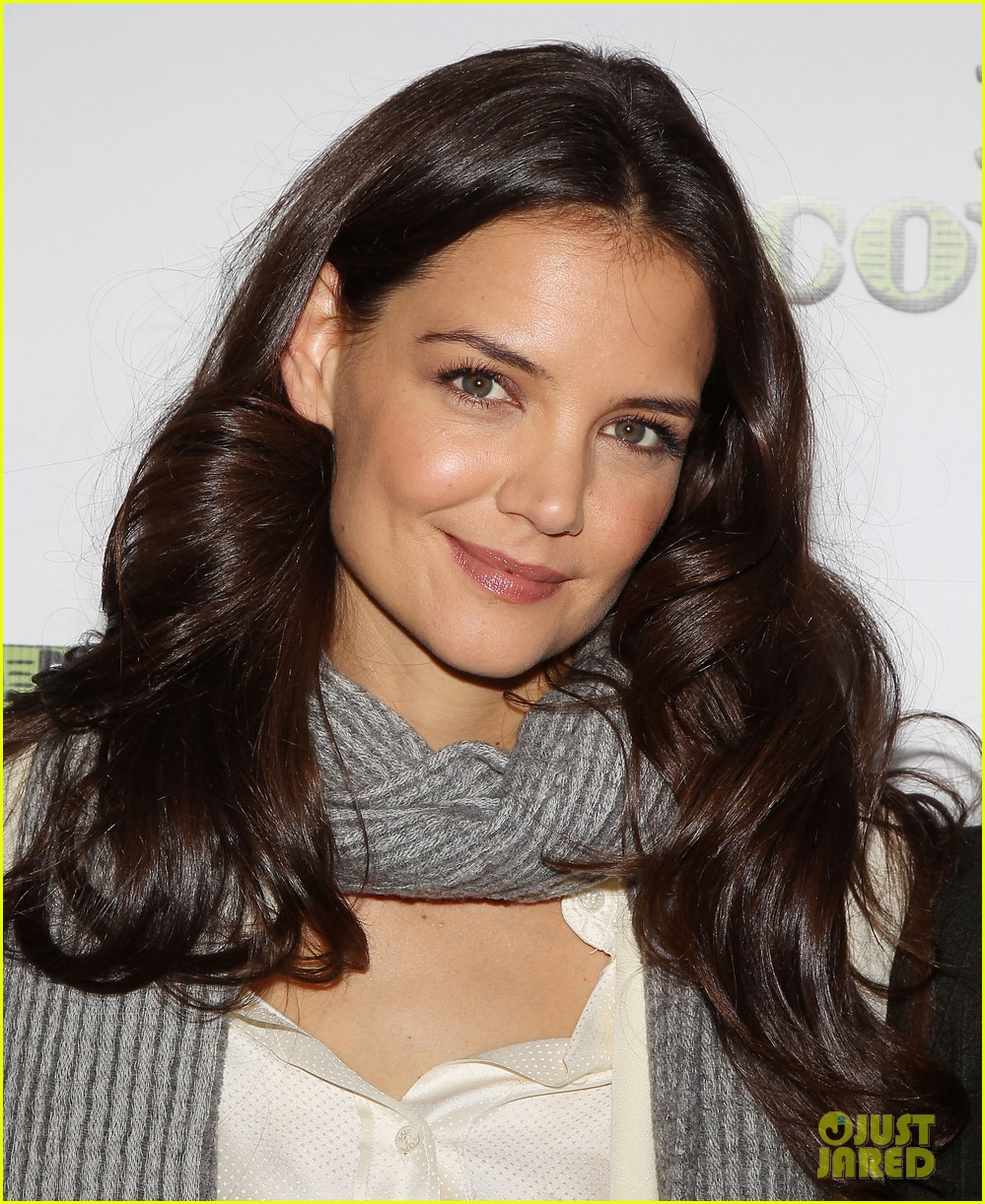 katie holmes dead accounts broadway photo call 042737098