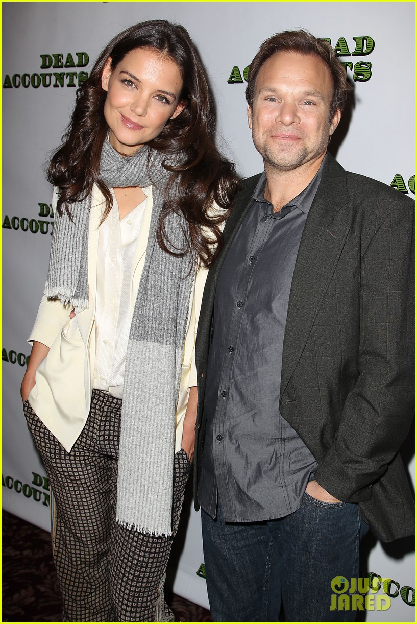 katie holmes dead accounts broadway photo call 302737124