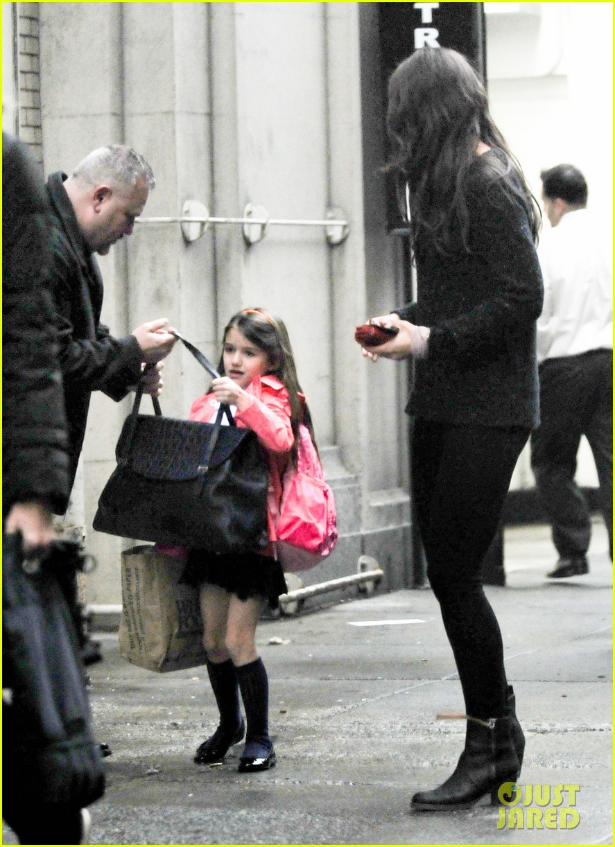 katie holmes suri rainy tuesday twosome 062735915