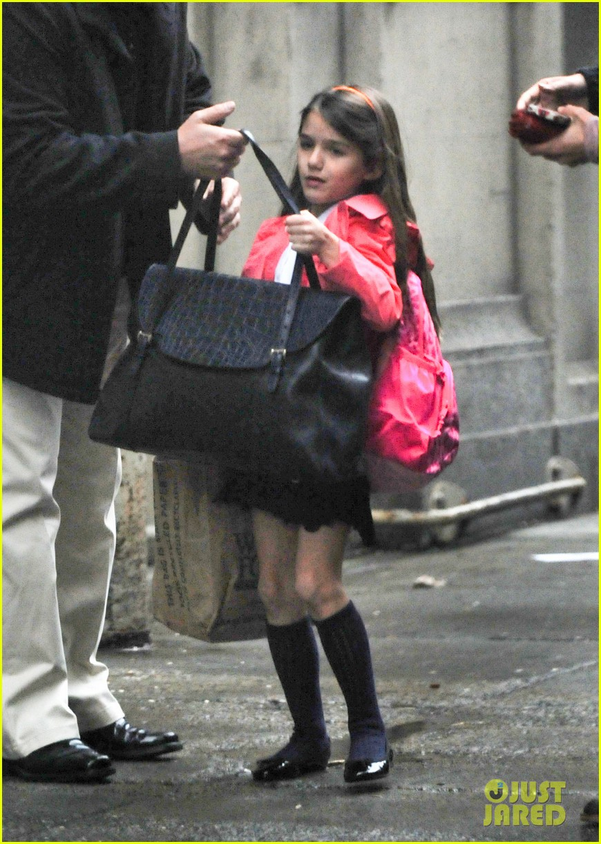 katie holmes suri rainy tuesday twosome 072735916