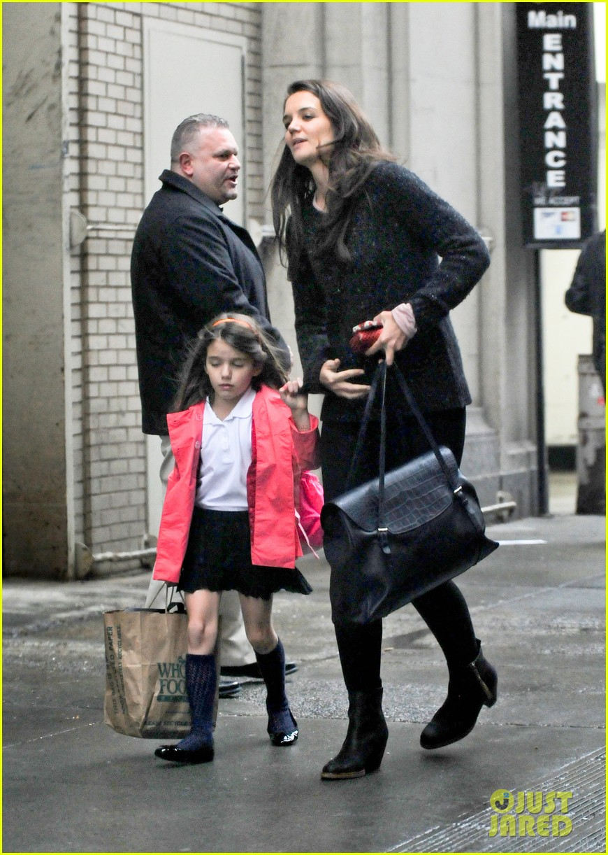 katie holmes suri rainy tuesday twosome 132735922