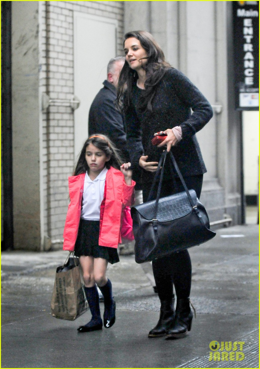 katie holmes suri rainy tuesday twosome 142735923