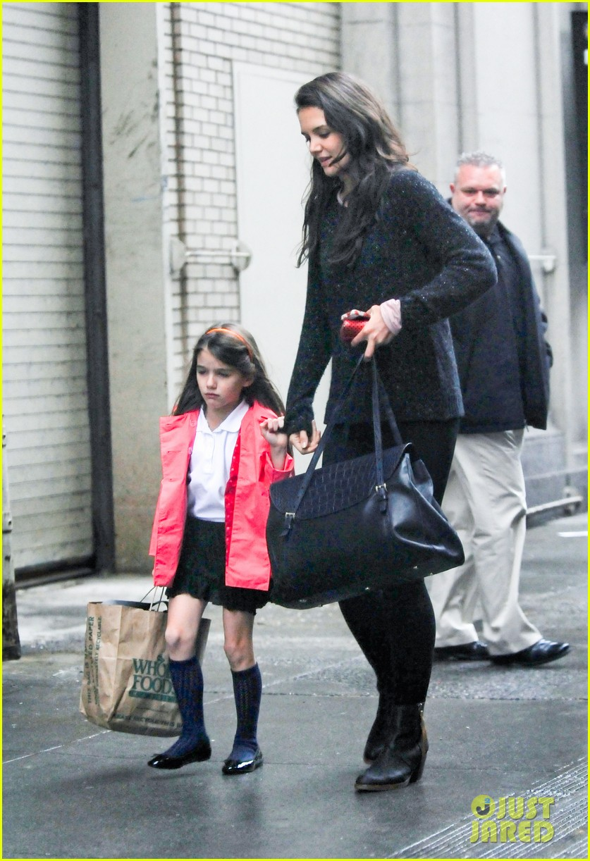 katie holmes suri rainy tuesday twosome 172735926
